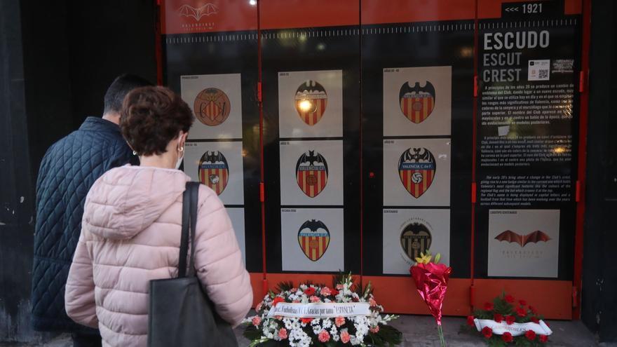 Presente y pasado del Valencia acuden al último adiós a Españeta
