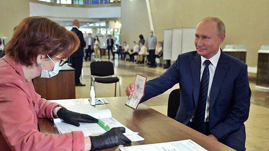 Putin saca adelante su reforma constitucional entre denuncias de manipulación