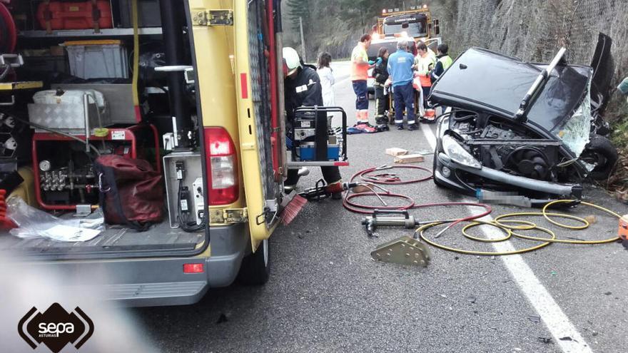 Dos heridos, uno de ellos grave, en un accidente en el Corredor del Aller