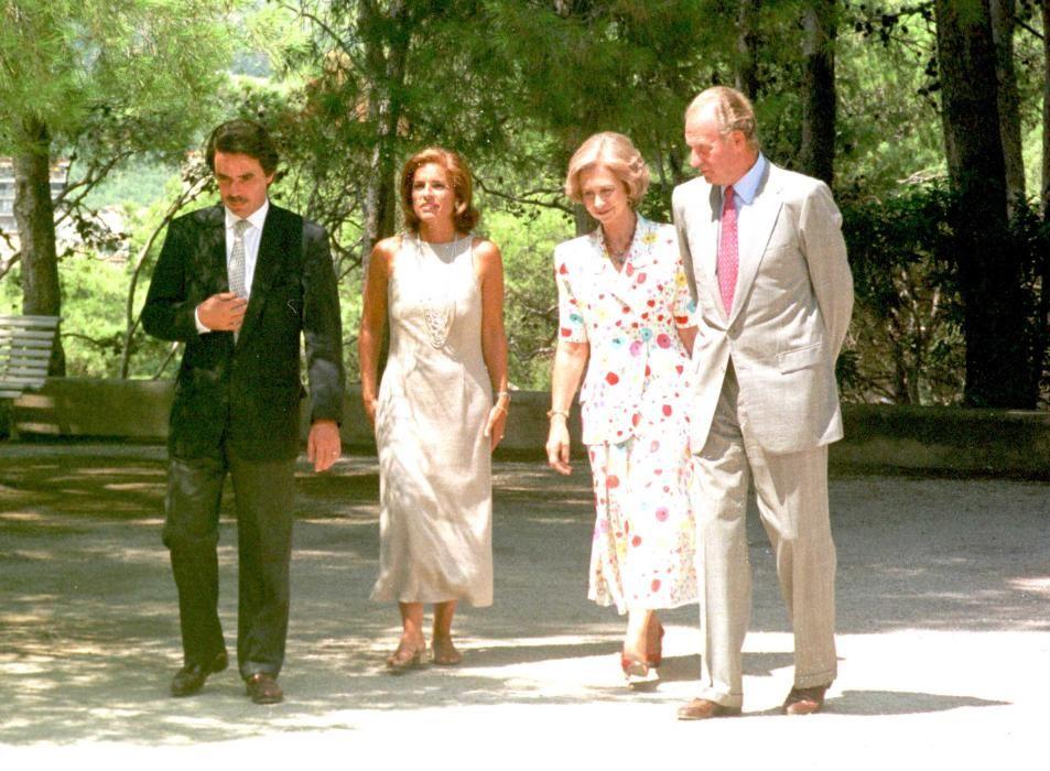 Los reyes con Aznar y su esposa en Marivent