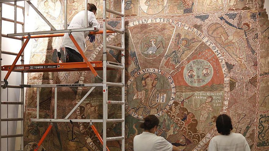 El museu de la Catedral reneix per «dignificar» el Tapís de la Creació