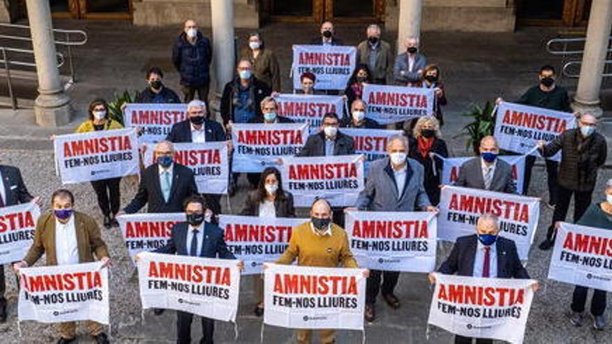 Els rectors de les universitats públiques i acadèmics reclamen l'amnistia per als presos de l'1-O