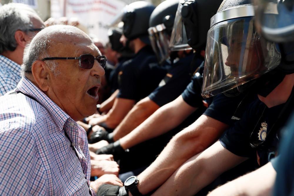 Protesta de los pensionistas delante del Congreso