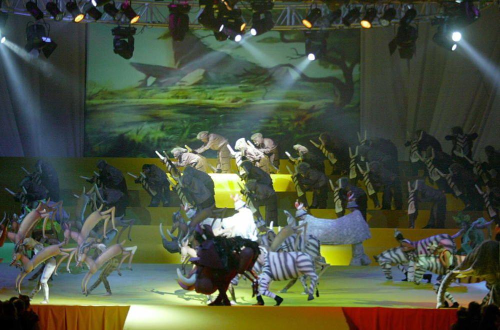 Corte 2003. El Rey León protagonizó el espectáculo artístico de la elección.
