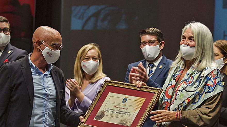 Mollà recibe el reconocimiento de Ontinyent en el 9 d'Octubre de los profesionales esenciales
