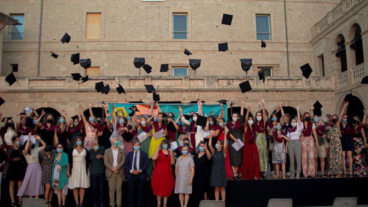 Graduación de Ciclos de FF de la Escuela Universitaria ADEMA en el Pati de la Misericordia