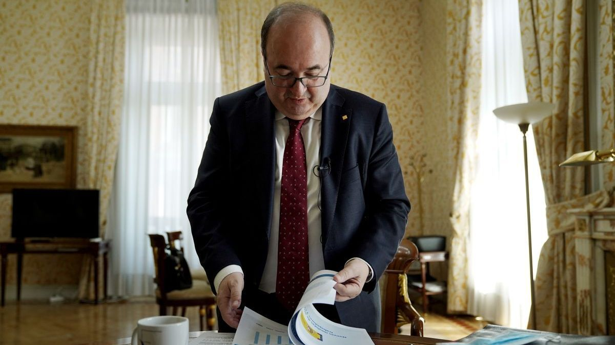 Miquel Iceta, ministro de Política Territorial y Función Pública, en su despacho, el pasado 27 de mayo.
