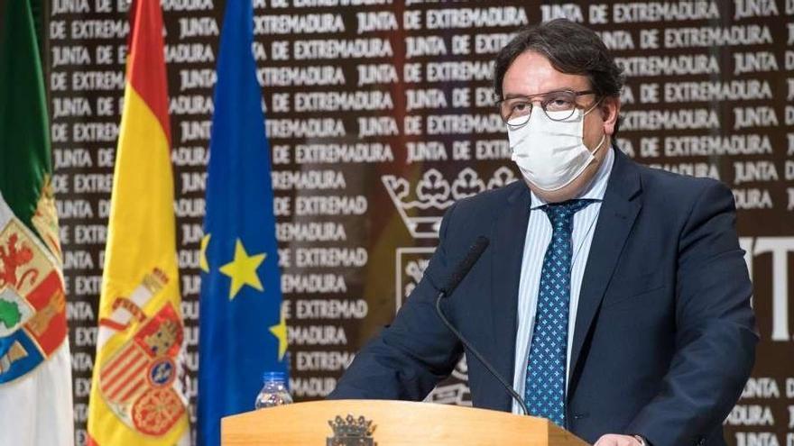 Extremadura rebaja aforos y el toque de queda a las diez de la noche