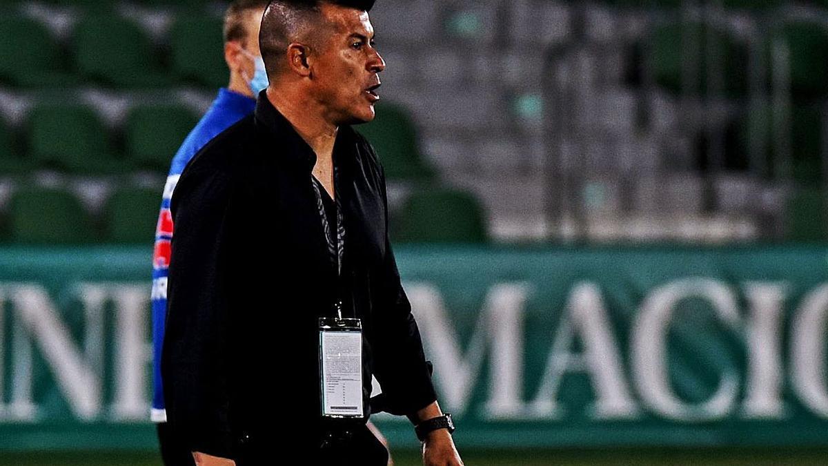 Elche's Argentine coach, Jorge Almirón, during a game this season.     SONIA ARCOS / ECF