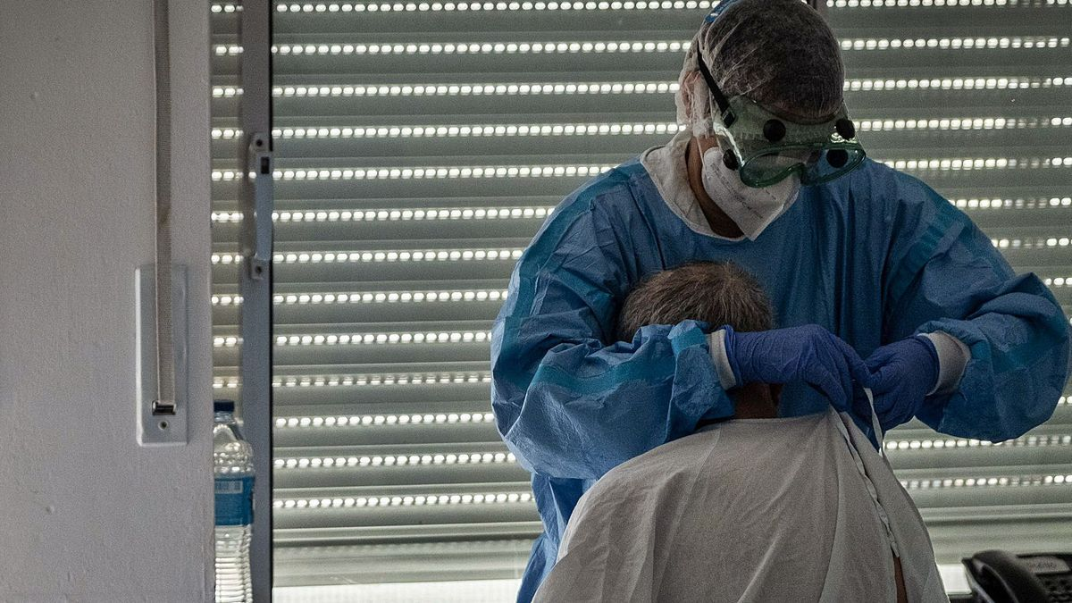 A health worker assists a Covid-19 patient at the University Hospital of the Canary Islands.