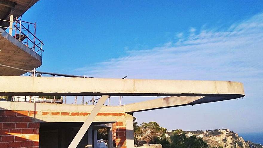 Dilema en la costa de Xàbia de las casas de tres millones: reformar o construir más