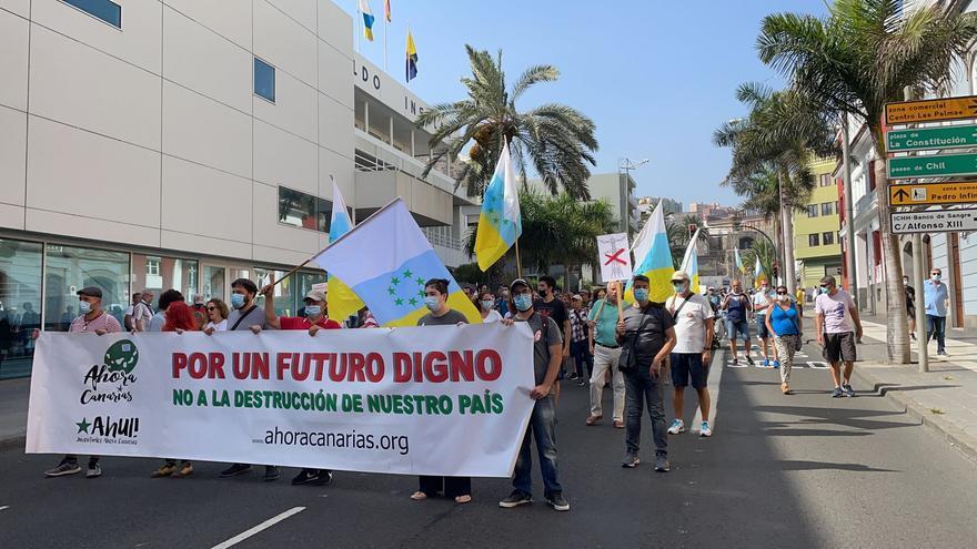 Un millar de personas toman las calles de la capital contra Chira-Soria