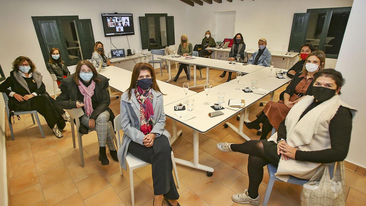 Primera reunión del grupo de mujeres influyentes de la provincia ayer en Torre Juana