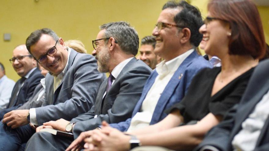 PSOE y Cs adelantan al viernes su primera reunión