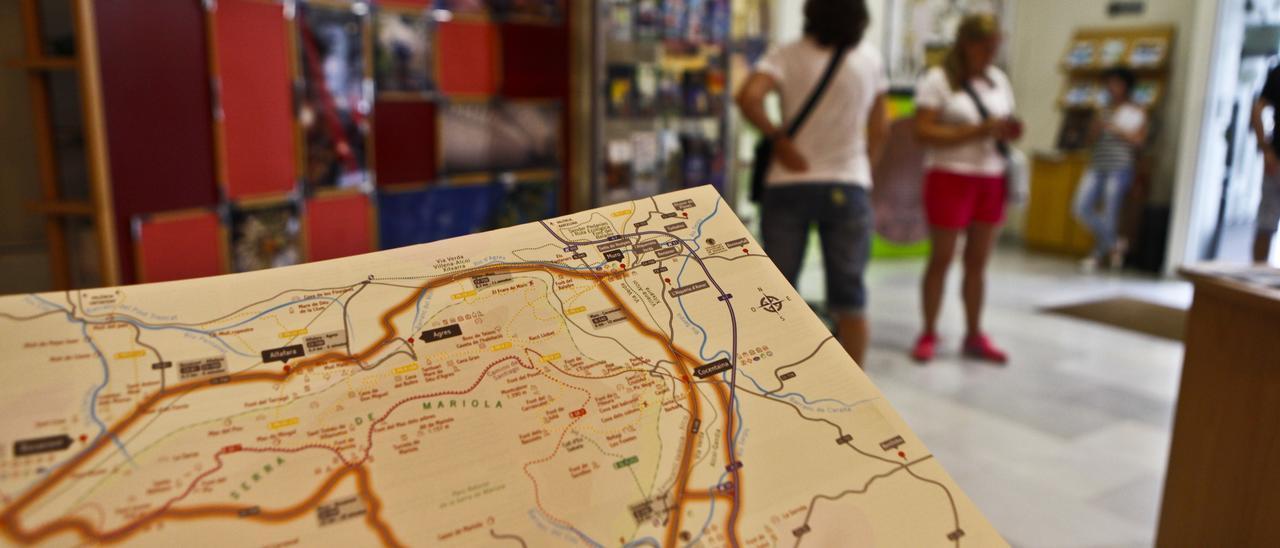 Interior de la Tourist Info de Alcoy, en una imagen anterior a la pandemia.