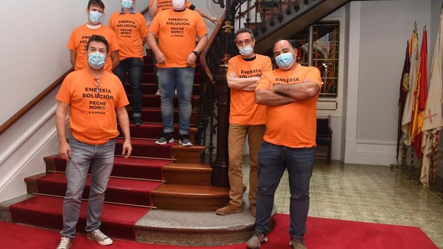 Los trabajadores de Alu Ibérica inician un encierro en el ayuntamiento coruñés mientras Industria no aclare su futuro