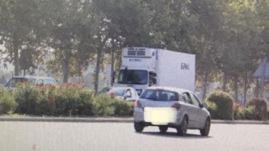 Cazan a un coche circulando a 123 km/h por una avenida de València