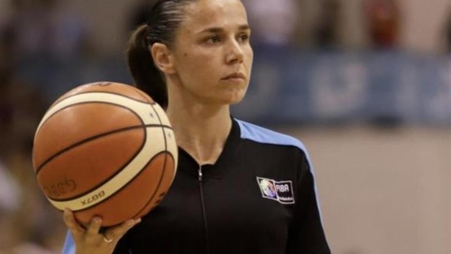 Cáceres rinde tributo a Sátur, fundador del Veracruz, y la árbitra de baloncesto Esperanza Mendoza