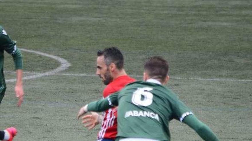 """Aarón Paredes: """"El de Bouzas es un partido que vale cuatro puntos"""""""