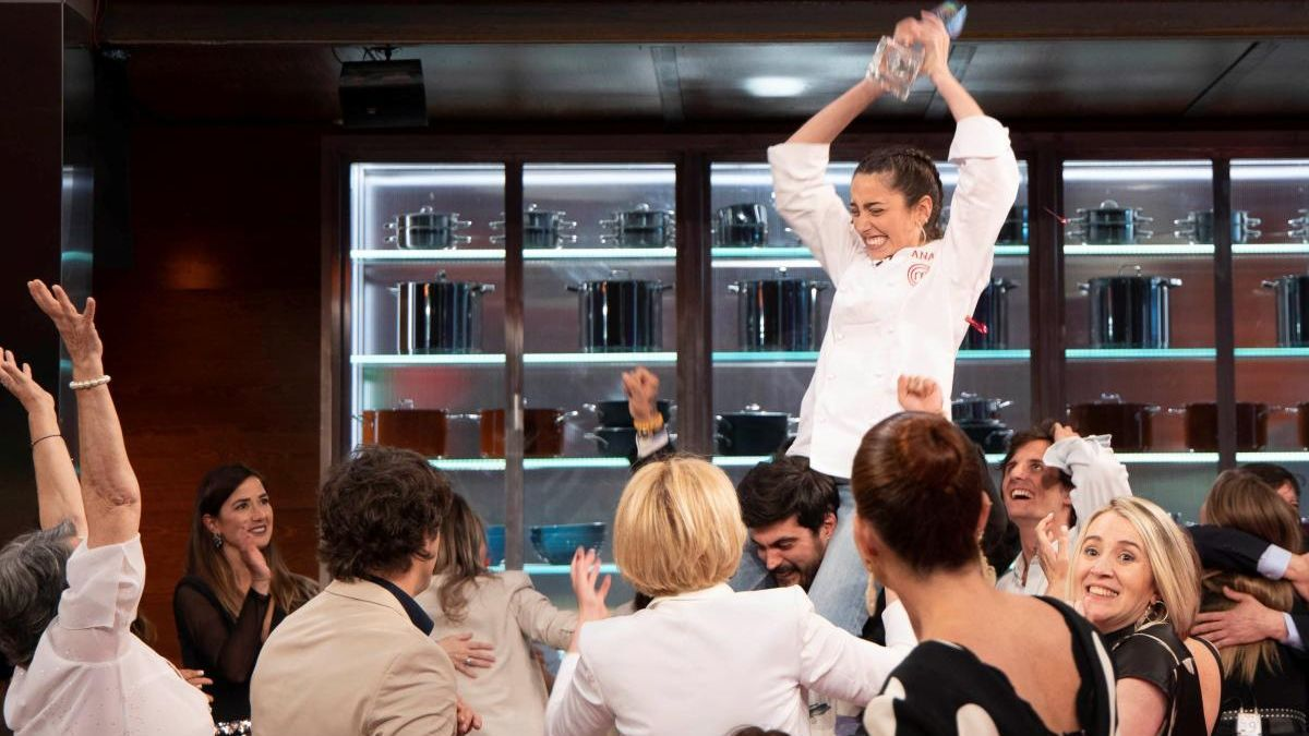 Ana Iglesias se alzó como ganadora de 'Masterchef 8'.