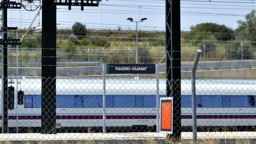 Retards a l'AVE entre Figueres i Barcelona per la crema de cables de fibra òptica