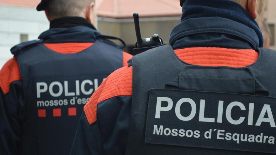 Roben una moto a Girona i s'accidenten fugint dels Mossos a Mont-ras