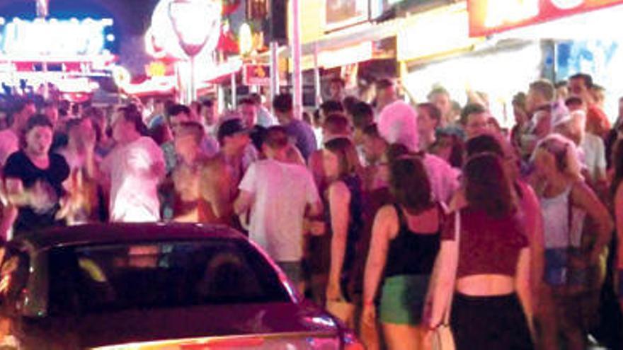 Calvià bestraft Bars in Magaluf, die kostenlos Alkohol ausschenken