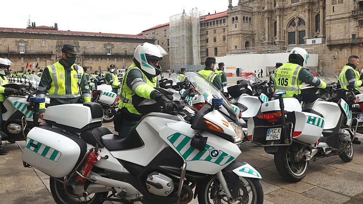 Ofrenda al Apóstol de motoristas de la Guardia Civil   XOÁN ÁLVAREZ