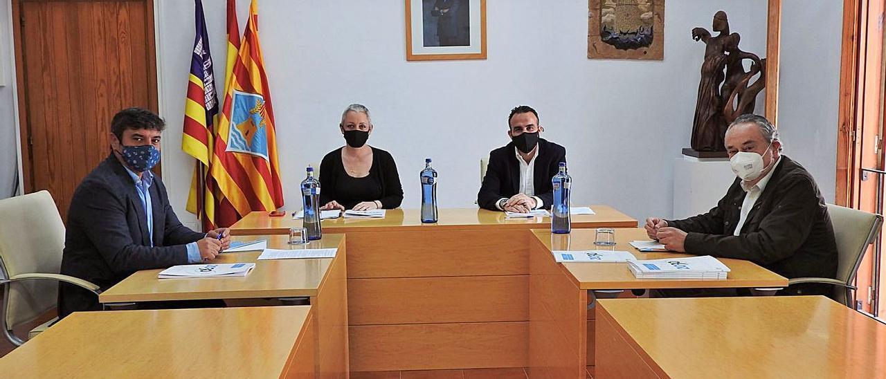 Un momento de la reunión entre los representantes del Consell y del CES. | C.C.
