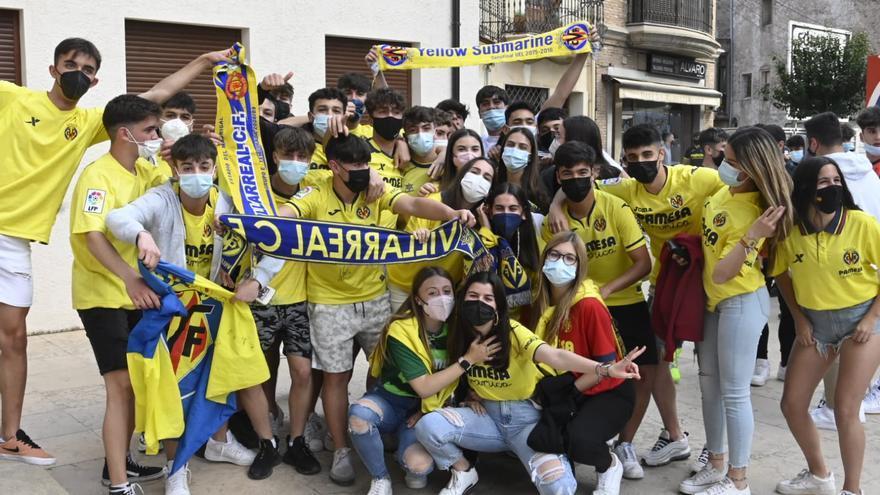 La afición del Villarreal celebra el pase a la final de la Europa League.