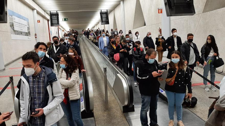 Grandes colapsos en los controles covid del aeropuerto de Palma por descoordinación y falta de personal