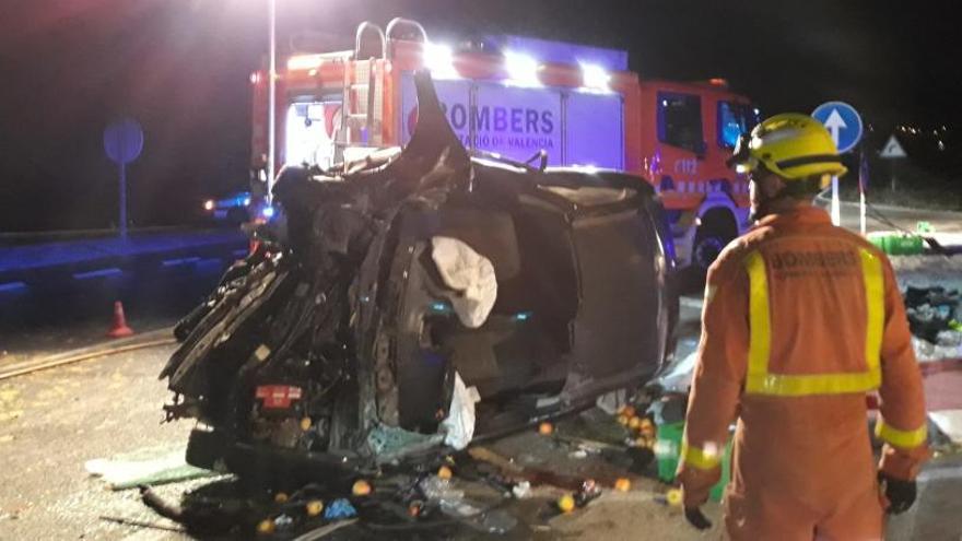 Muere una joven de 19 años en un accidente entre un coche y un camión en Catadau