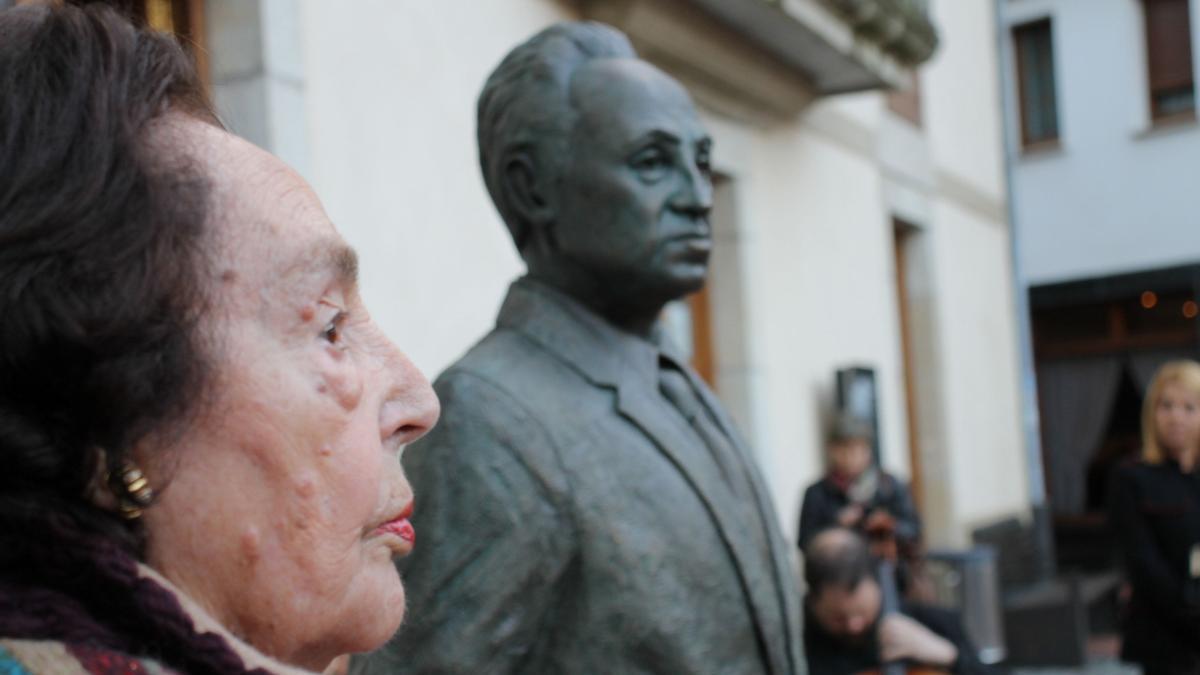 Estatua de Severo Ochoa.