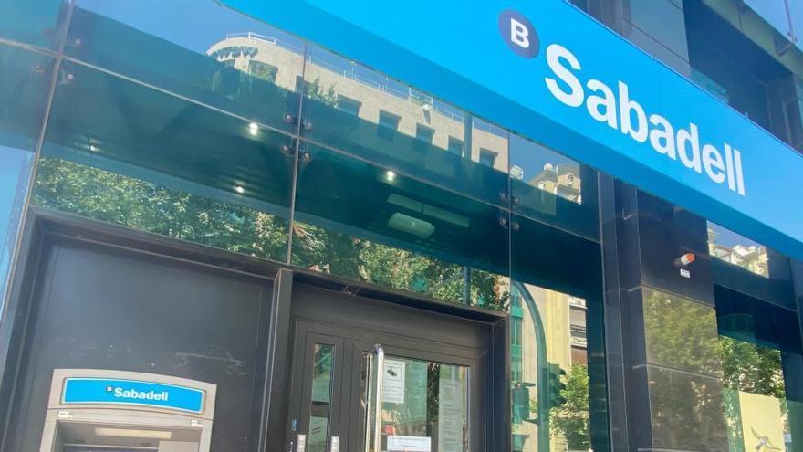 Banco Sabadell plantea prejubilaciones con 57 años e indemnizaciones de 35 días