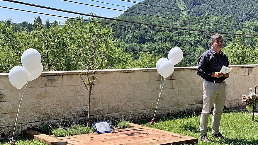 L'Ajuntament de Cercs crea l'Arbre dels Records al cementiri municipal