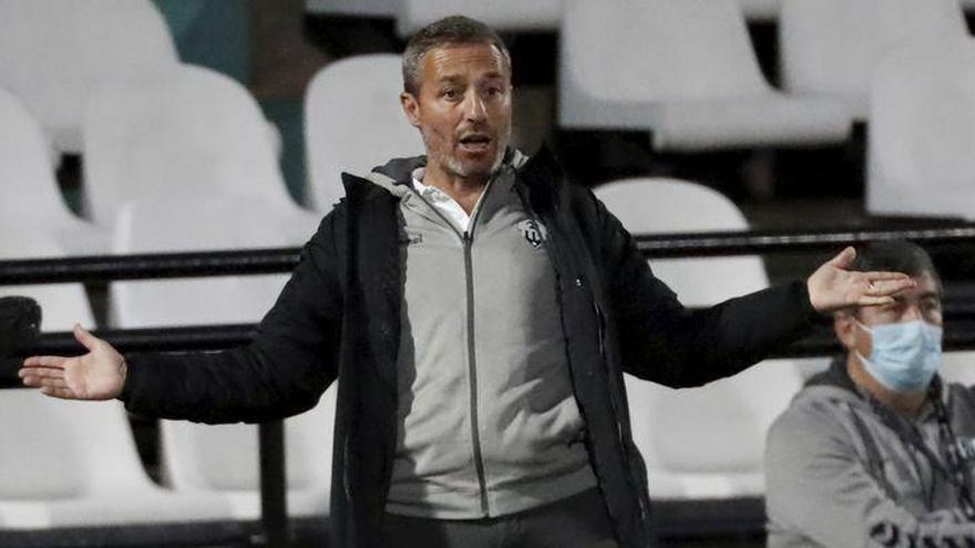 La rueda de prensa de Óscar Cano antes del decisivo Mirandés-Castellón