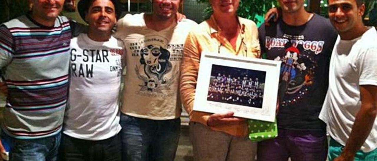 David Gallego, segundo por la izquierda, en una cena de final de temporada en Salou.