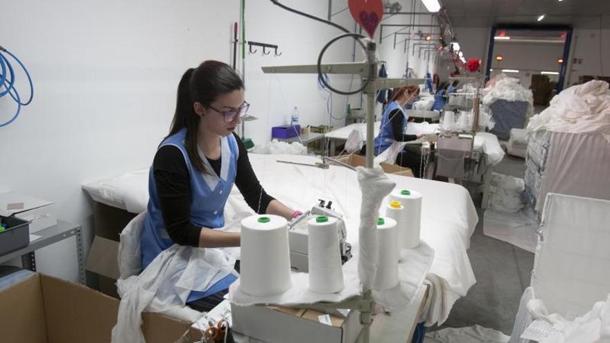 La tasa de empleo en mujeres de la Vall es un 8% inferior a los hombres y en la Costera un 7%