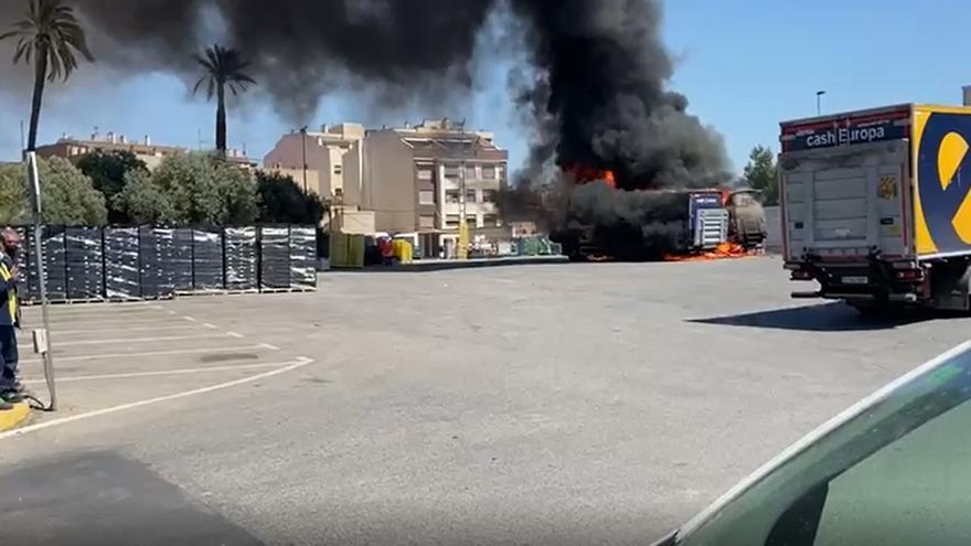 Arde un camión junto al Cash Europa de Churra