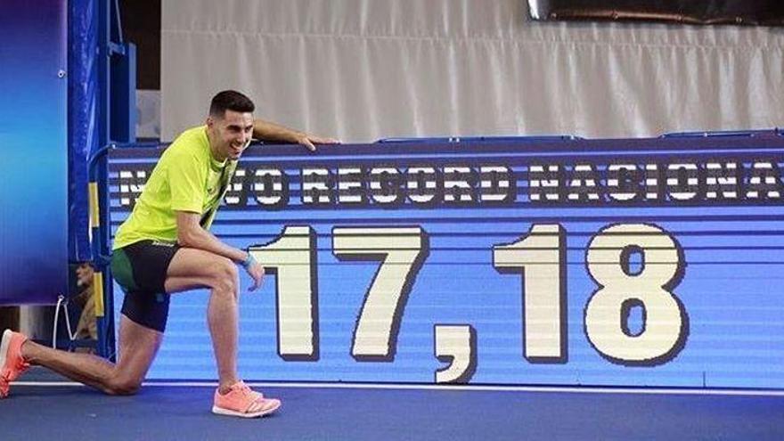 Torrijos bate su propio récord de España de triple con 17,18 y sella el billete a los JJOO