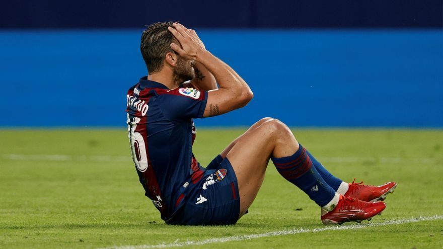 """Óliver Torres dice que fue """"partido loco""""  y con """"momentos de desconexión"""""""