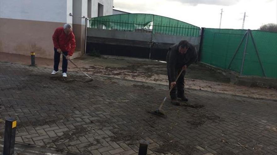El alcalde pide a la Confederación la limpieza y el dragado del arroyo