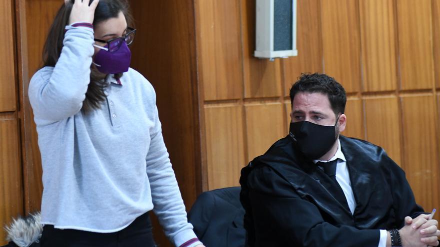 """""""Soy culpable"""", admite la joven procesada por matar de un puñalada a su hermano en Águilas"""