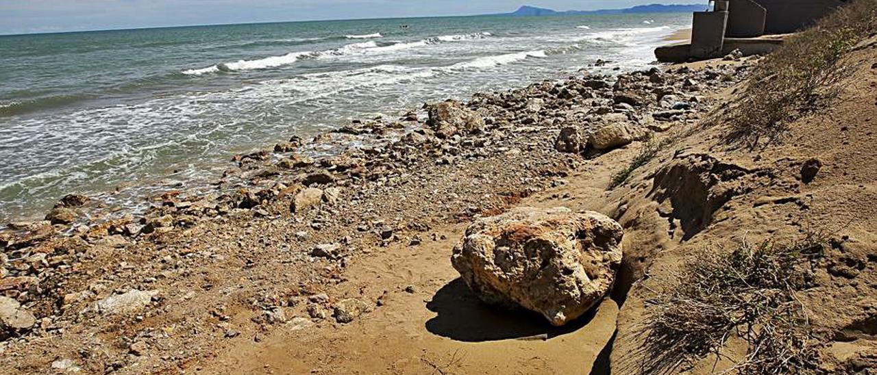 Piedras en la zona del «avión» de la Goleta. | EDUARDO RIPOLL