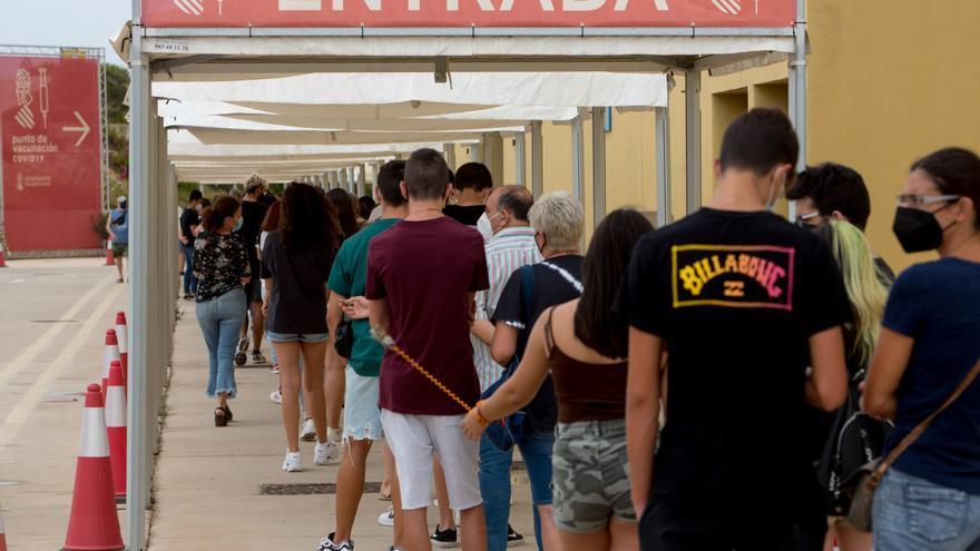 """Los """"vacunódromos"""" de la provincia de Alicante cierran tras haber administrado dos millones de dosis"""