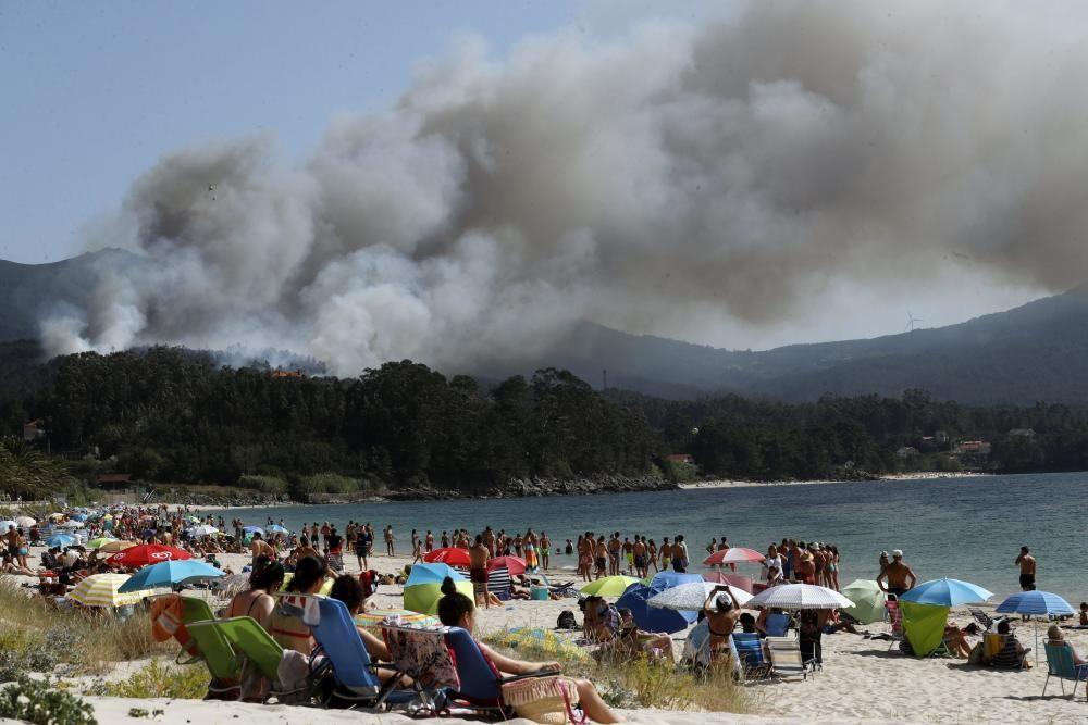 Activo un incendio forestal en Porto do Son