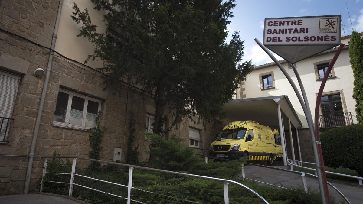 Una ambulància al Centre Sanitari del Solsonès