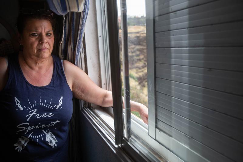 Visita a la vivienda de una vecina con humedades pese a rehabilitación del ARRU