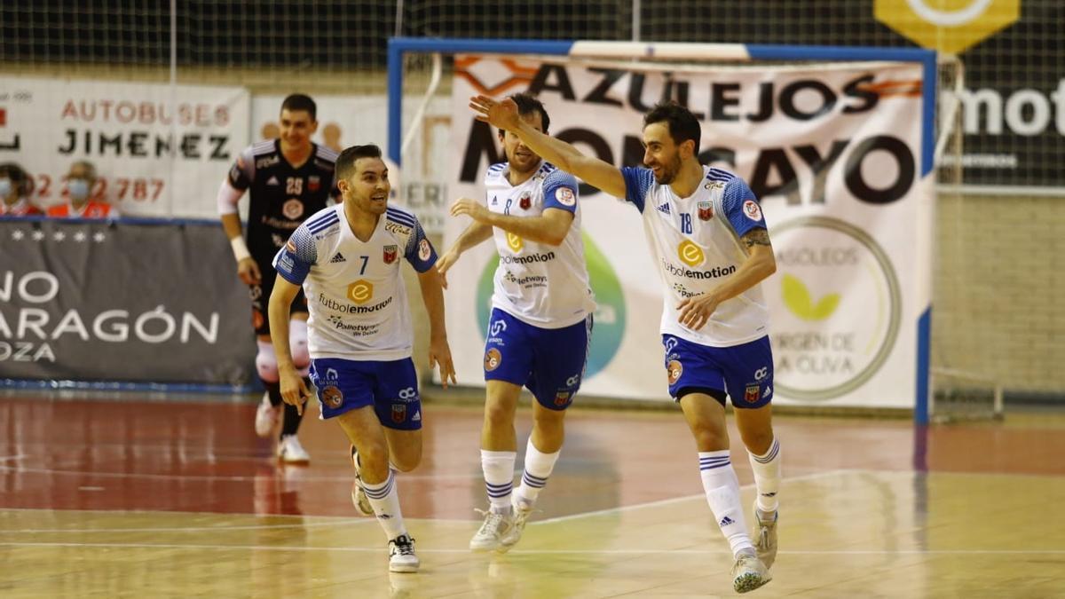 Basile celebra su gol, que dio la victoria, y detrás le persiguen Javi Alonso, Richi Felipe e Iván Bernad.