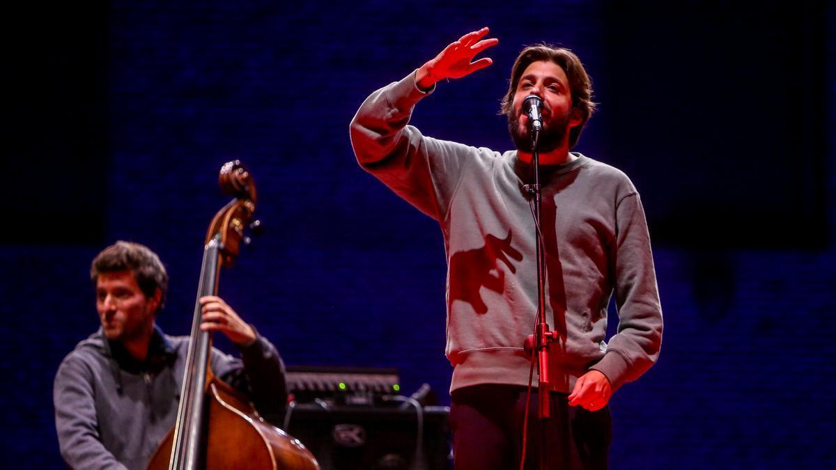 El vencedor en 2017 del festival de Eurovisión representando a Portugal, Salvador Sobral, actúa en un concierto en los Veranos de la Villa, a 6 de julio de 2021, en Conde Duque, Madrid.